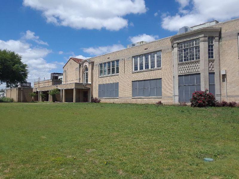 Roger Q. Mills Elementary School (Photo: Walter Norris)